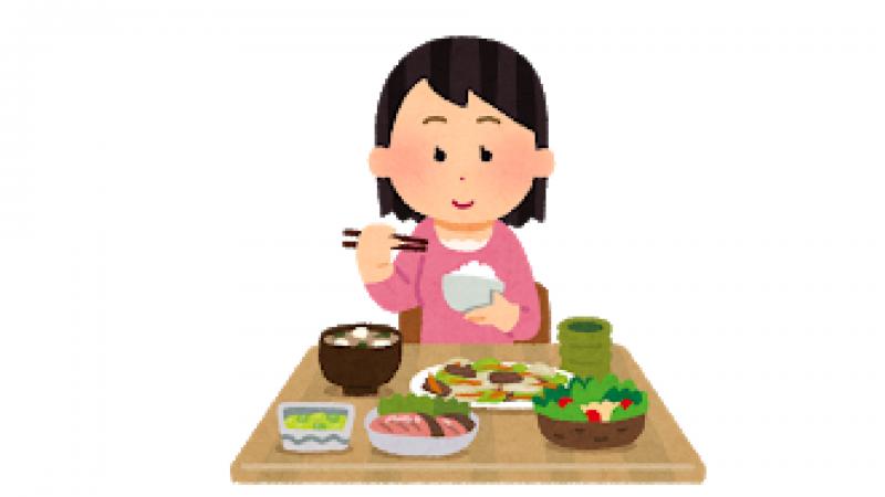 バランスの良い食事を食べるお母さん