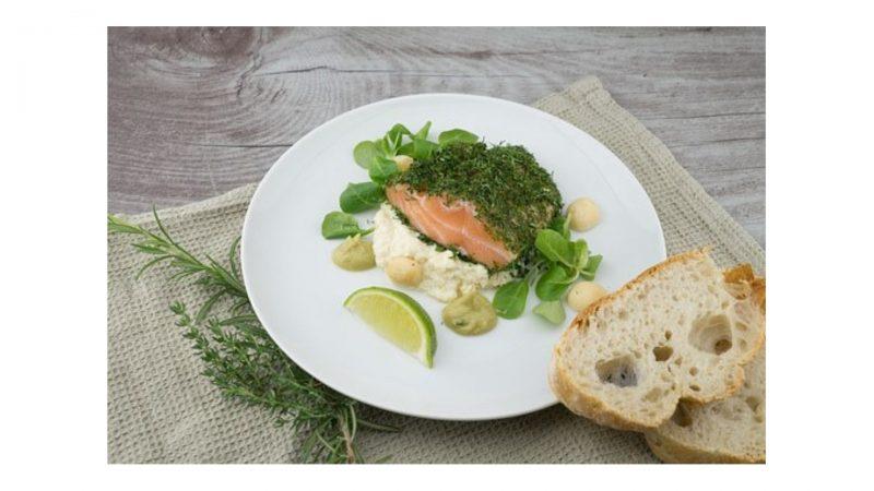 魚料理とパン