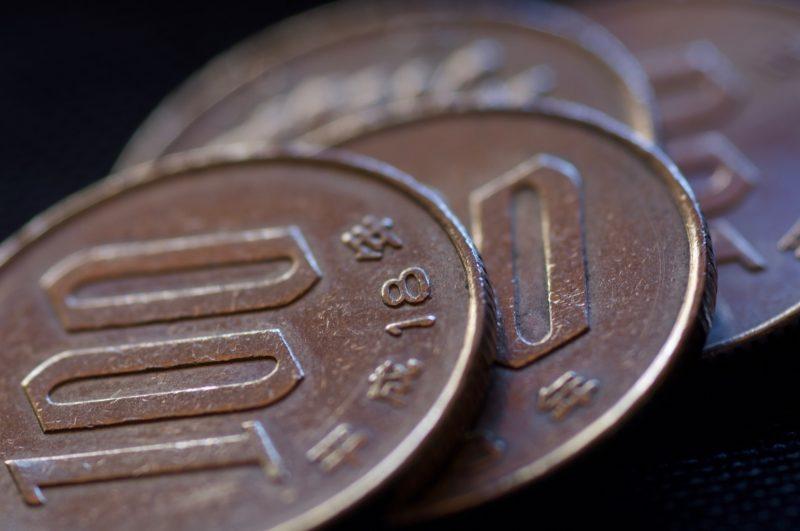 並んだ100円玉