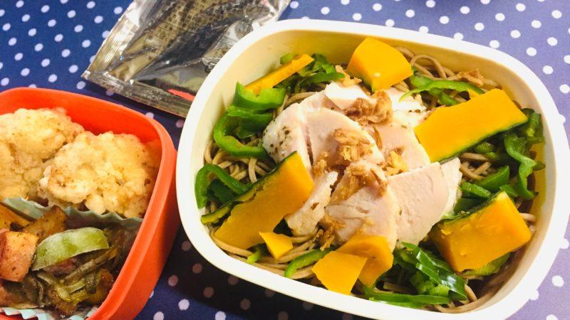 BASE NOODLE®(ベースヌードル)/特製ソース・玉ねぎとアンチョビソース+ハーブチキンと野菜のトッピング
