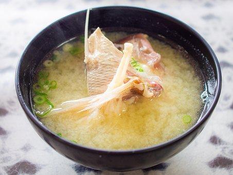 鯛のアラのお味噌汁