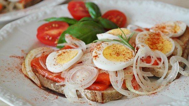 ゆでたまごとトマトのサラダ