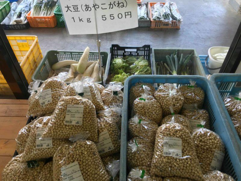 直売所の並ぶたくさんの大豆