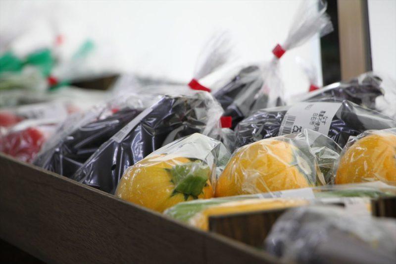 自然食品たんぽぽの店内に並ぶ野菜の画像