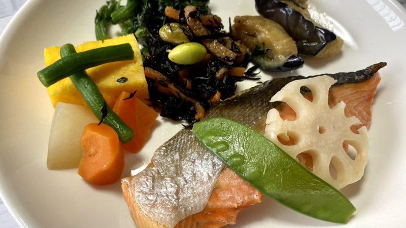 鮭の塩焼きとおかず6種